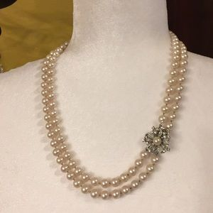 Jewelry - Vintage Hand Knotted Glass Pearls W Pretty Clasp
